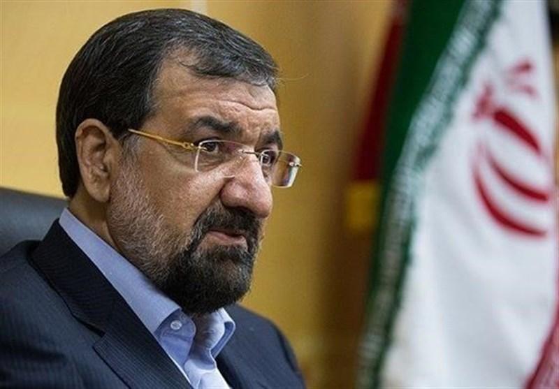 محسن رضایی: دولت به مردم بگوید چرا و چگونه قیمت دلار بالا و پایین میشود
