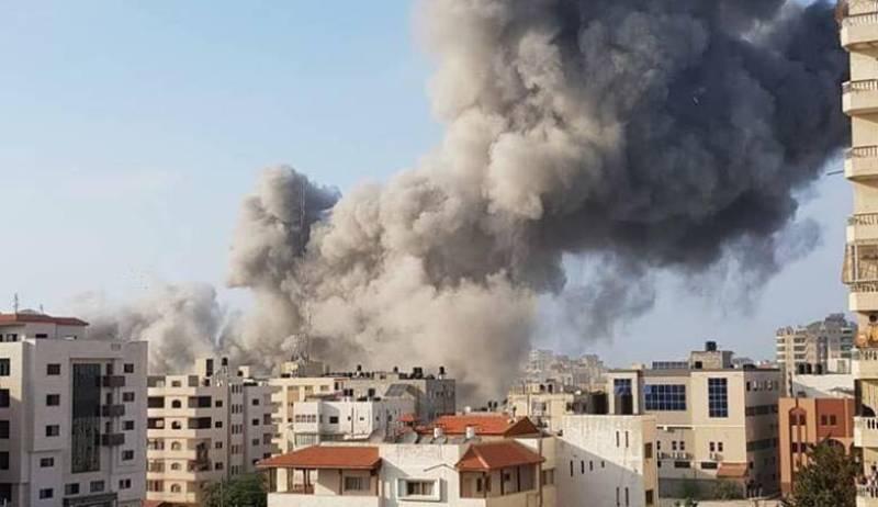 اسرائیل در حرکتی عجیب برج ۱۳ طبقه مسکونی را در غزه خراب کرد/ ویدو