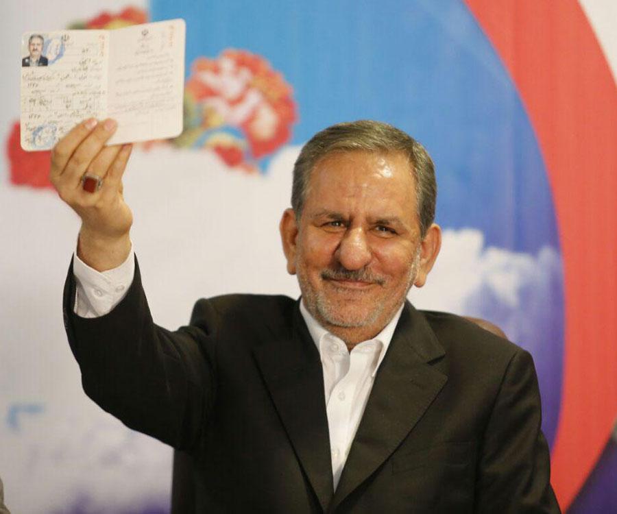 جهانگیری، پزشکیان، شریعتمداری و عارف؛ گزینه های اصلاح طلبان برای انتخابات / احمدی نژاد تایید شود، پیشتاز است / یک نظامی مناسب اداره کشور نیست